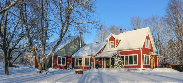 Strange Chalet Renting In Quebec Au Domaine Riverside Home Interior And Landscaping Analalmasignezvosmurscom